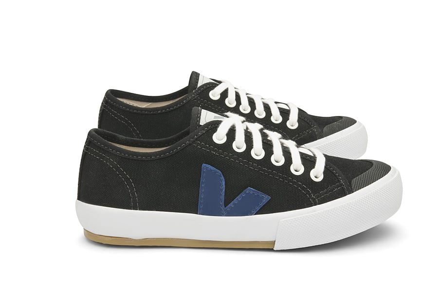company-profile-veja-shoes_Navy_Swedish_Lateral_Par