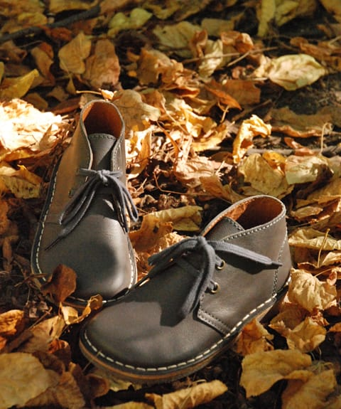 Pom Pom Desert Boots: Classic Design in Soft leather at an affordable price